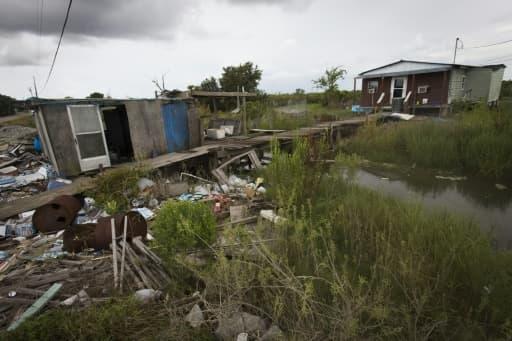 Une maison endommagée par l'ouragan Katrina sur  l'Isle de Jean Charles et laissée à l'abandon, le 16 août 2015
