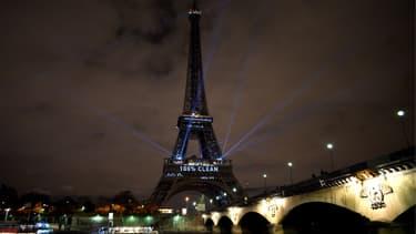 La Tour Eiffel lors de la COP21 en décembre 2015.