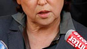 Martine Aubry a rencontré mardi les sénateurs socialistes qui refusent d'appliquer à partir de 2011 le non-cumul des mandats, dont elle a fait l'un des piliers de la rénovation du PS. /Photo prise le 28 avril 2010/REUTERS/Benoît Tessier