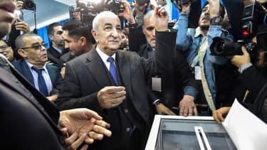 Le candidat Abdelmadjid Tebboune pendant son vote pour l'élection présidentielle algérienne, le 12 décembre 2019 - Ruad Kramdi / AFP