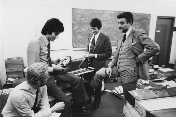 Maurice Lévy en bas à gauche en 1972 à ses débuts chez Publicis