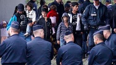 Démantèlement d'un campement illégal de Roms à Mons-en-Baroeul, jeudi. Le Comité pour l'élimination de la discrimination raciale (Cerd) de l'Onu a vivement critiqué la France pour sa politique à l'égard des membres de cette communauté et l'invite à les in