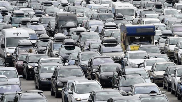 Les automobilistes français diffèrent leurs achats.