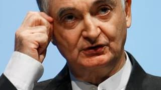 """L'économiste Jacques Attali a déclaré que la France avait besoin d'un """"plan catastrophe"""" pour redresser ses finances publiques et éviter une faillite qui surviendrait si elle perdait la confiance des prêteurs. Interrogé sur un risque de """"faillite"""" de la F"""