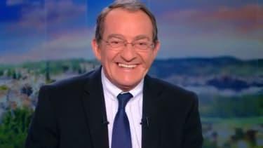 Jean-Pierre Pernaut, amusé par l'hommage des Tuche pour ses 30 ans à la tête du JT, le 22 février 2018