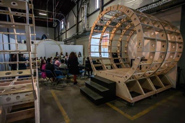 L'arrivée des premiers tubes pour construire la piste d'essai d'Hyperloop Technologies.