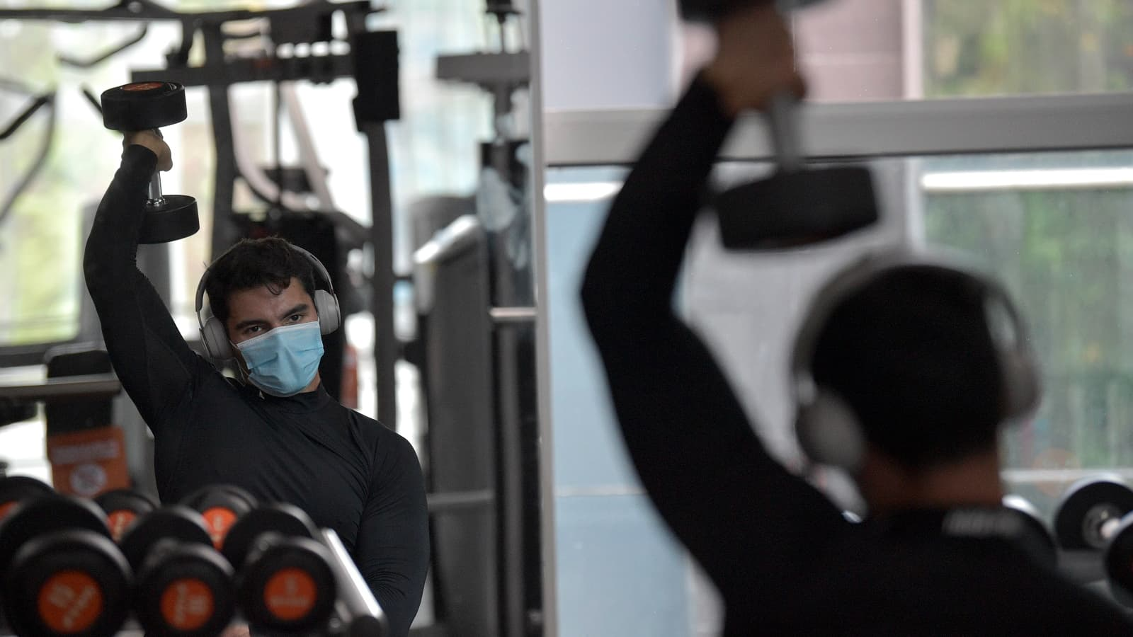 Décathlon s'apprête à lancer la production de son masque dédié au sport - BFMTV