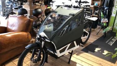 Un vélo cargo.