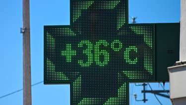 Une pharmacie à Béthune enregistre une température de 36°C en juin 2020 (PHOTO D'ILLUSTRATION)