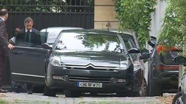 Nicolas Sarkozy part de son domicile parisien pour la brigade financière de Nanterre, au matin de ce 1er juillet.