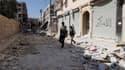 """Membres de l'Armée syrienne libre à Alep, dimanche. Le président François Hollande, qui a reçu lundi à l'Elysée le nouveau représentant spécial des Nations unies et de la Ligue arabe pour la Syrie, Lakhdar Brahimi, lui a demandé d'oeuvrer pour """"obtenir d'"""