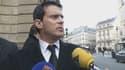 Manuel Valls en sortant de son ministère place Beauvau, mercredi matin.