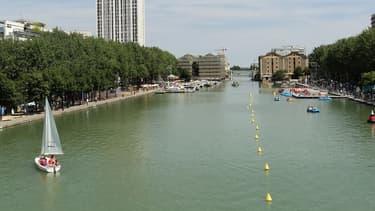 Une vue du bassin de la Villette, à Paris