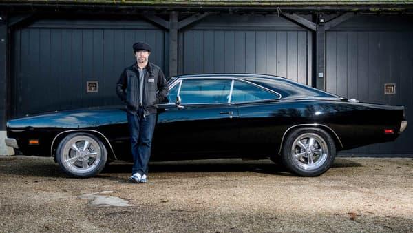 Cette Charger est réellement une voiture de cinema, elle a en effet appartenu à Bruce Willis. Elle est depuis 2008 dans le garage de Jay Kay, le chanteur de Jamiroquai.