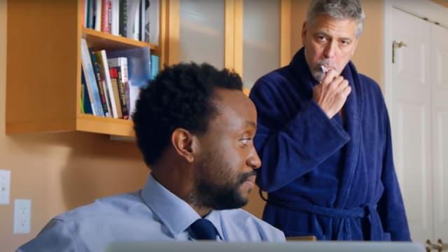 George Clooney dans une publicité pour la Clooney Foundation for justice.
