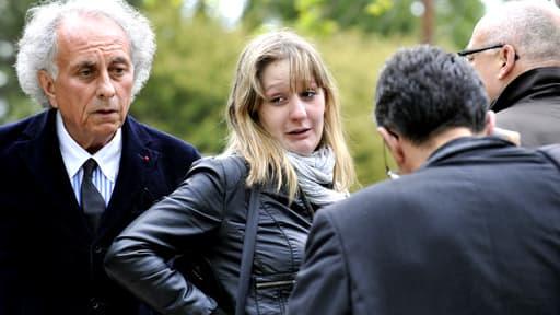 Cécile Bourgeon et son avocat le 12 mai, lors d'une reconstitution de la disparition de Fiona.