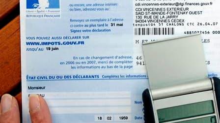 """Le gouvernement prend le relais de Nicolas Sarkozy pour défendre le """"bouclier fiscal"""", sacré intangible au nom de la stabilité et de la compétitivité. /Photo d'archives/REUTERS"""