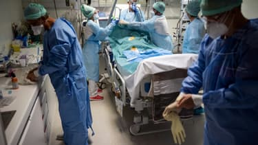 Le personnel soignant de l'hôpital de Muret proche de Toulouse, le 17 novembre 2020