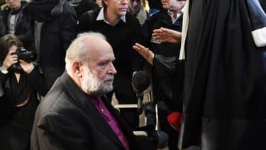 L'ex-prêtre Bernard Preynat à son procès. - PHILIPPE DESMAZES / AFP