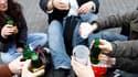 """Les """"apéros Facebook"""", dont un participant est mort pour la première fois jeudi en France, se multiplient et échappent jusqu'à présent au contrôle des autorités, qui balancent entre médiation et répression. /Photo prise le 12 mai 2010/REUTERS/Stéphane Mah"""