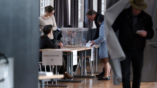 Un bureau de vote de Strasbourg, le 23 avril 2017.