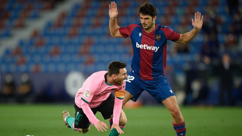 Liga: le Barça perd encore des points, accroché par Levante