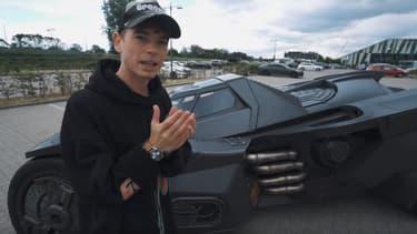 Sébastien Delanney devant sa Batmobile