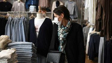 Un magasin de vêtements ouvert le 28 novembre 2020 à Paris après un mois de fermeture des commerces non essentiels
