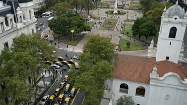 Les taxis argentins ont été nombreux à bloquer les principales artères de Buenos Aires, ici l'avenue Mayo, pour protester contre l'arrivée d'Uber.