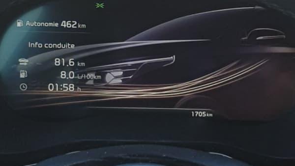 Lorsqu'on coupe le moteur, une petite animation apparaît derrière les infos du dernier trajet.