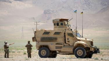 Des soldats italiens de l'Otan et des forces de sécurité afghanes patrouillent à Hérat, le 23 mai 2017