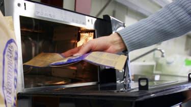 Les consommateurs font généralement tourner leurs micro-ondes plus longtemps que nécessaire pour cuire ou réchauffer les aliments.