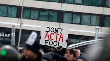 A Sofia, 4.000 personnes, en majorité des jeunes, ont défié le froid pour dénoncer l'Accord commercial anti-contrefaçon (ACAC ou Anti-Counterfeiting Trade Agreement (ACTA) en anglais), un traité visant notamment à renforcer la lutte contre le piratage de