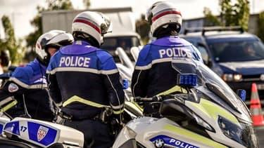 Deux policiers renversés volontairement à Colombes: une lettre retrouvéedans une voiture