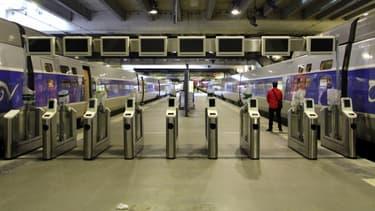Quatre prototypes de dispositifs d'embarquement TGV sont installés dans les gares de Paris-Montparnasse et Marseille-Saint-Charles. Ils sont fournis par les industriels Thales, IER, Scheidt & Bachmann et Xerox.