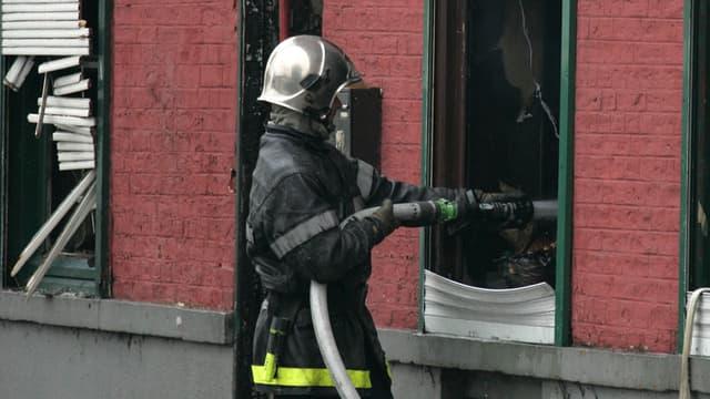 """Un pompier volontaire a été partiellement brûlé par ses """"camarades"""" lors d'une séance de bizutage, dans la nuit du 4 au 5 juillet, à Callas, dans le Var."""