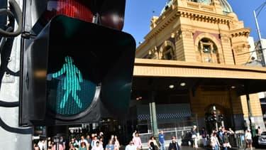 Les feux des passages pour piétons féminisés à Melbourne, en Australie