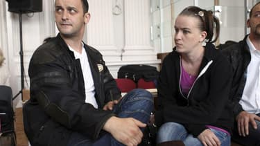 Franck et Sandrine Lavier au tribunal de Boulogne-sur-Mer, en juillet dernier. Les deux époux, acquittés de l'affaire de pédophilie d'Outreau en 2004-2005, ont été condamnés jeudi à respectivement dix et huit mois de prison avec sursis pour des violences