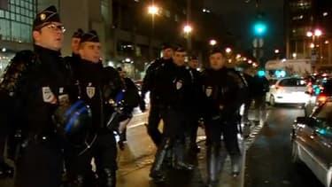 CRS déployés aux abords de la place de la Bastille, à Paris, jeudi soir.