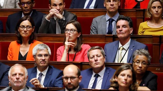 Amélie de Montchalin, au centre de la photo, parmi ses collègues LaREM à l'Assemblée nationale.