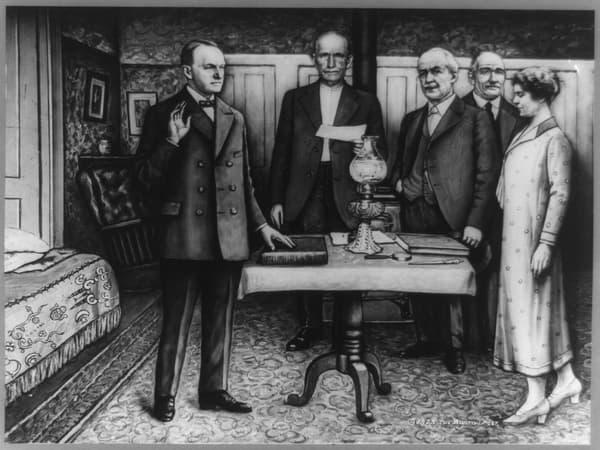 Coolidge prête serment devant son père.