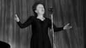 Edith Piaf sur scène à Paris en 1960
