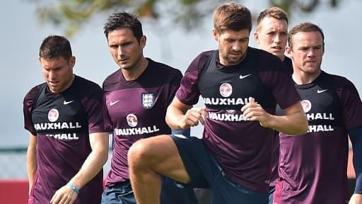 La sélection anglaise est en contrat avec Nike, mais Steven Gerrard et Frank Lampard (au centre) sont en contrat personnel avec Adidas.
