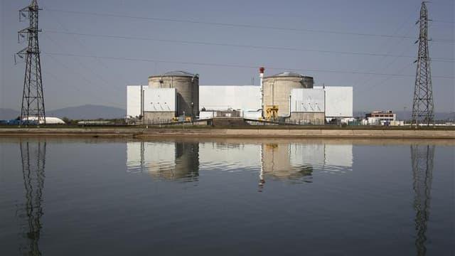 """Les directeurs des centrales nucléaires d'EDF en France estiment que la fermeture fin 2016 de Fessenheim, dans le Haut-Rhin (photo) constitue """"une profonde injustice"""", selon un courrier révélé jeudi par Le Figaro. /Photo d'archives/REUTERS/Vincent Kessler"""