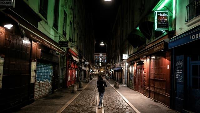 Pour enrayer la circulation du coronavirus en France, un couvre-feu de 21H00 à 6H00 a été décrété pour quatre semaines au moins dans huit métropoles, dont Paris et ici, Lyon,  17 octobre 2020