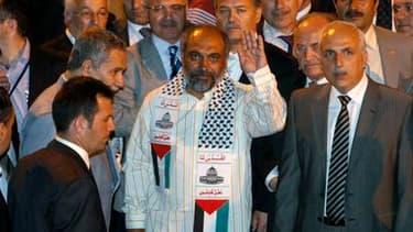 Bulent Yildirim, le président de l'organisation humanitaire turque à l'origine du convoi à destination de la bande de Gaza arraisonnée lundi, a assuré que des militants pro-palestiniens s'étaient bien emparés des armes d'une dizaine de soldats israéliens,