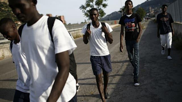 Des migrants à Vintimille en août 2017, à la frontière franco-italienne (photo d'illustration)