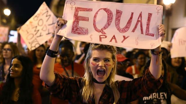 Une manifestation en faveur de l'égalité salariale à Miami le 8 mars 2017