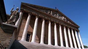 Les députés français ont adopté par 462 voix contre 33 le projet de loi de finances mettant en oeuvre la part française du plan de stabilisation de la zone euro. /Photo d'archives/REUTERS