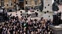 Le rituel du lancer de toques universitaires à l'université de Hull, en 2010 au Royaume-Uni.
